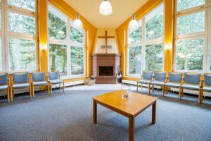 Jugendgästehaus, Kaminzimmer, in GRZ Krelingen: Reden wie die Propheten Seminarreise über Prophetie 11.-15. Oktober 2021