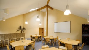 Seminarraum im Haupthaus der 3 Gruppenhäuser für die Reise: Reden wie die Propheten Seminarreise über Prophetie 11.-15. Oktober 2021